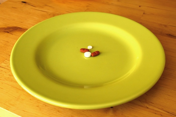 pills-on-plate
